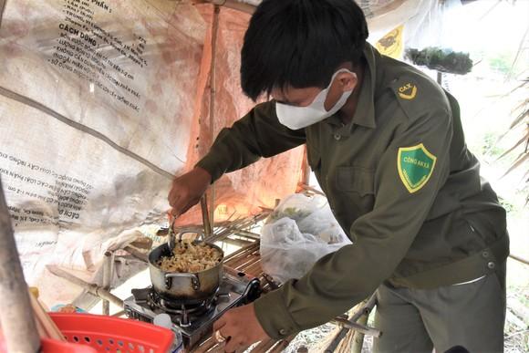 Quân khu 7 thăm hỏi, tặng quà lực lượng phòng dịch tuyến biên giới ảnh 6