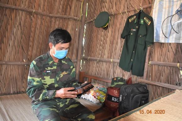 Quân khu 7 thăm hỏi, tặng quà lực lượng phòng dịch tuyến biên giới ảnh 7