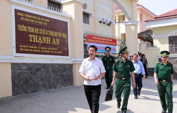 Lãnh đạo TPHCM thăm, chúc tết bộ đội biên phòng và ngư dân huyện Cần Giờ ảnh 3
