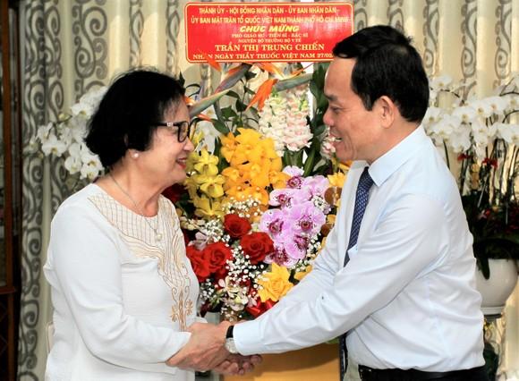 Phó Bí thư Thường trực Thành ủy TPHCM Trần Lưu Quang: 'Ghi nhớ công lao của các thầy thuốc' ảnh 2