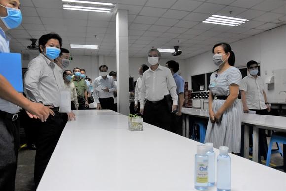 Kiểm tra công tác phòng chống dịch Covid-19 tại quận 12 và huyện Hóc Môn ảnh 5