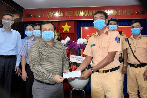 Tri ân các chiến sĩ CSGT hỗ trợ bệnh viện vận chuyển, ghép tạng ảnh 1