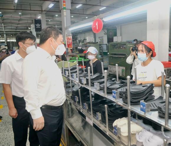 Phó Chủ tịch UBND TPHCM Dương Anh Đức kiểm tra phòng, chống dịch tại Công ty Pouyuen: 'Truy vết triệt để' ảnh 2