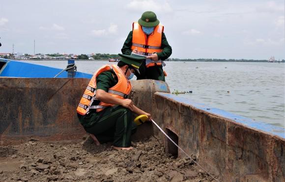 Bộ đội Biên phòng TPHCM bắt giữ gần 1.000 khối cát trái phép ảnh 1