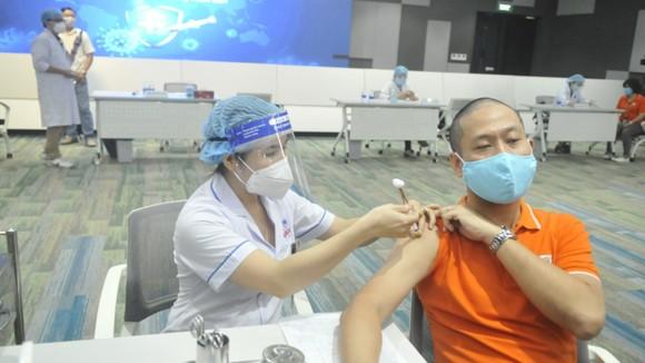 TPHCM khởi động chiến dịch tiêm chủng vaccine Covid-19 lớn nhất ảnh 4
