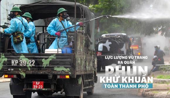 Lực lượng vũ trang ra quân phun khử khuẩn toàn thành phố