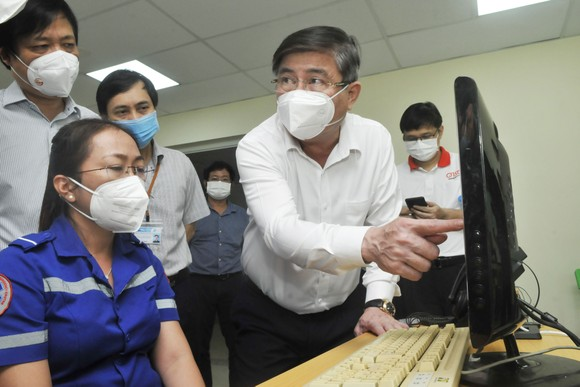 Chủ tịch UBND TPHCM Nguyễn Thành Phong: Tuyệt đối không được chậm trễ vận chuyển bệnh nhân F0 ảnh 4