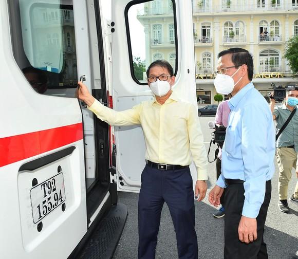 TPHCM tiếp nhận phương tiện, vật tư y tế do THACO trao tặng trị giá 161 tỷ đồng  ảnh 4