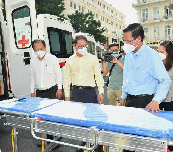 TPHCM tiếp nhận phương tiện, vật tư y tế do THACO trao tặng trị giá 161 tỷ đồng  ảnh 5