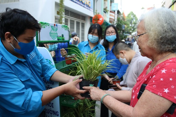 Chung tay xây dựng TPHCM là đô thị xanh, thân thiện với môi trường ảnh 2