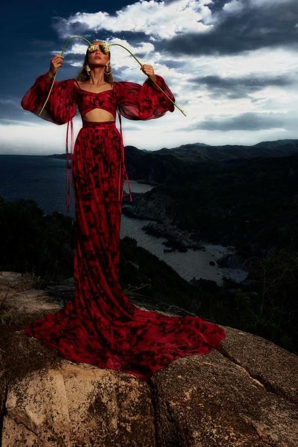 """Tiểu Vy hóa """"nàng thơ"""" tươi mới, tràn đầy năng lượng trong dự án """"Fashion Destination"""" của NTK Lê Thanh Hòa ảnh 15"""