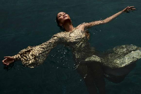 """Tiểu Vy hóa """"nàng thơ"""" tươi mới, tràn đầy năng lượng trong dự án """"Fashion Destination"""" của NTK Lê Thanh Hòa ảnh 17"""