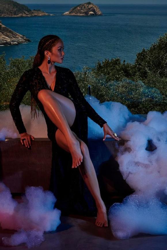 """Tiểu Vy hóa """"nàng thơ"""" tươi mới, tràn đầy năng lượng trong dự án """"Fashion Destination"""" của NTK Lê Thanh Hòa ảnh 23"""