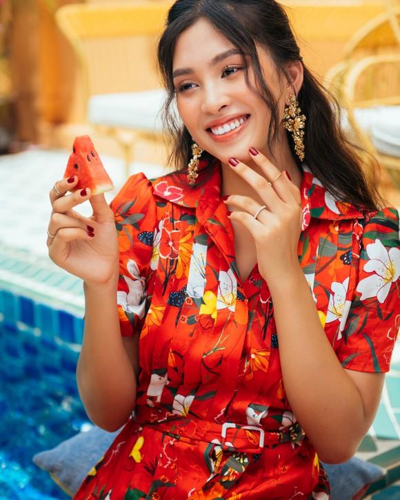 """Tiểu Vy hóa """"nàng thơ"""" tươi mới, tràn đầy năng lượng trong dự án """"Fashion Destination"""" của NTK Lê Thanh Hòa ảnh 11"""