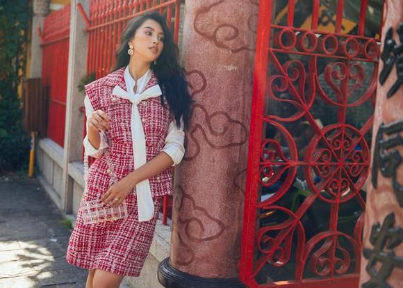 """Tiểu Vy hóa """"nàng thơ"""" tươi mới, tràn đầy năng lượng trong dự án """"Fashion Destination"""" của NTK Lê Thanh Hòa ảnh 9"""
