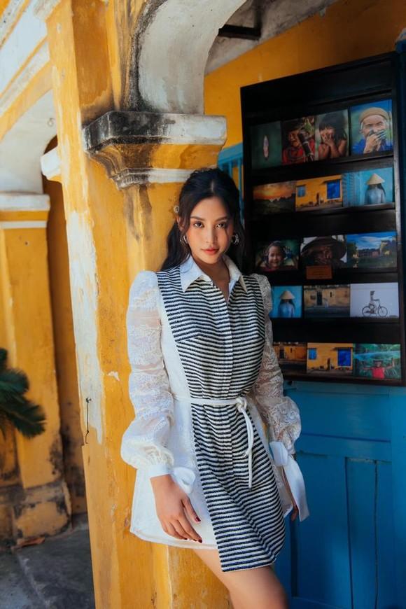 """Tiểu Vy hóa """"nàng thơ"""" tươi mới, tràn đầy năng lượng trong dự án """"Fashion Destination"""" của NTK Lê Thanh Hòa ảnh 8"""
