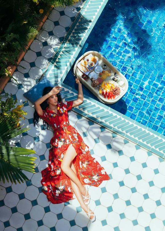 """Tiểu Vy hóa """"nàng thơ"""" tươi mới, tràn đầy năng lượng trong dự án """"Fashion Destination"""" của NTK Lê Thanh Hòa ảnh 12"""
