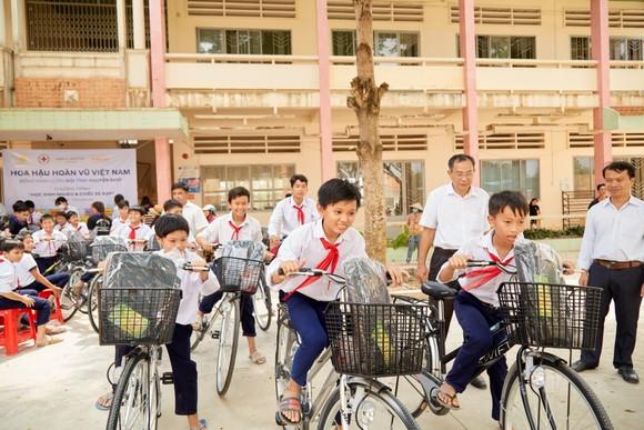 Hoa hậu Hoàn vũ Việt Nam trao yêu thương với những hoạt động hỗ trợ cộng đồng ảnh 8