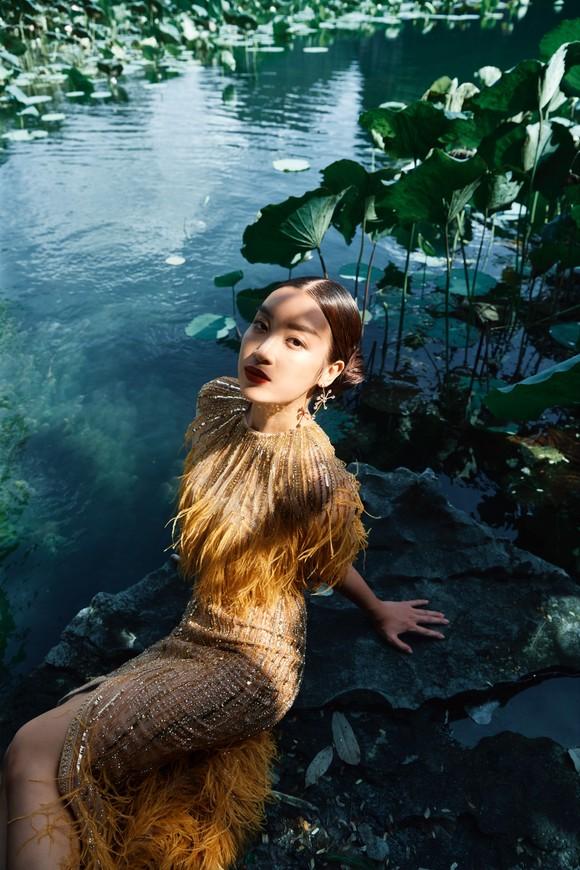 Lê Thanh Hòa giới thiệu bộ sưu tập thời trang mới kết hợp cùng Hoa hậu Đỗ Mỹ Linh  ảnh 12