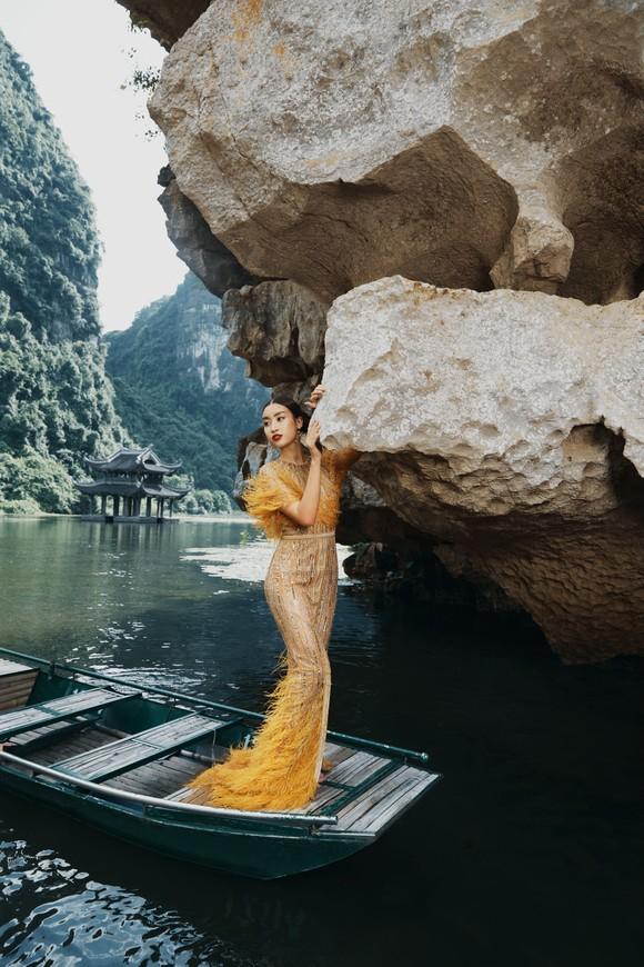 Lê Thanh Hòa giới thiệu bộ sưu tập thời trang mới kết hợp cùng Hoa hậu Đỗ Mỹ Linh  ảnh 13