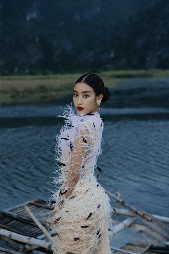 Lê Thanh Hòa giới thiệu bộ sưu tập thời trang mới kết hợp cùng Hoa hậu Đỗ Mỹ Linh  ảnh 14