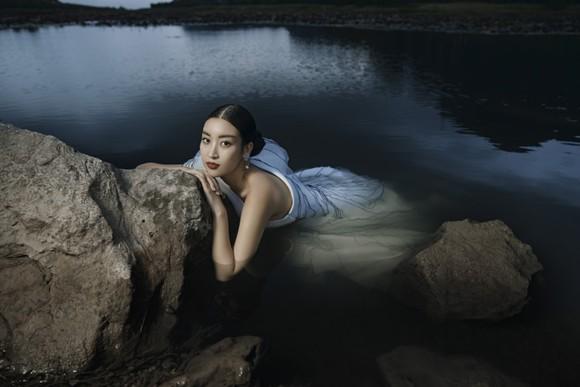 Lê Thanh Hòa giới thiệu bộ sưu tập thời trang mới kết hợp cùng Hoa hậu Đỗ Mỹ Linh  ảnh 16