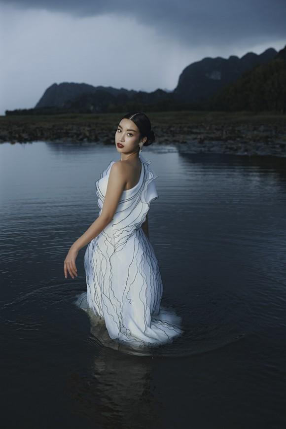 Lê Thanh Hòa giới thiệu bộ sưu tập thời trang mới kết hợp cùng Hoa hậu Đỗ Mỹ Linh  ảnh 17