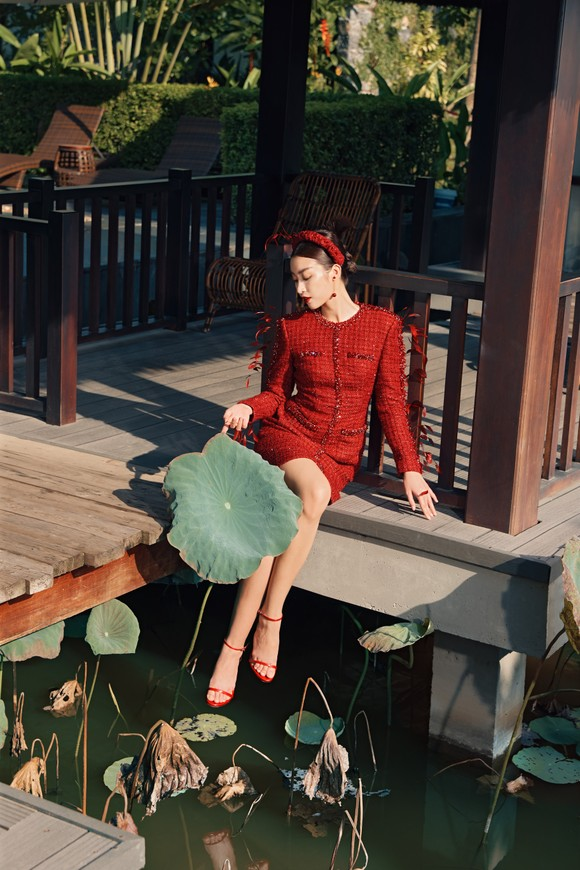 Lê Thanh Hòa giới thiệu bộ sưu tập thời trang mới kết hợp cùng Hoa hậu Đỗ Mỹ Linh  ảnh 2