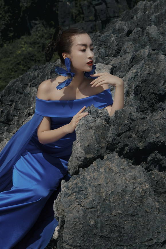 Lê Thanh Hòa giới thiệu bộ sưu tập thời trang mới kết hợp cùng Hoa hậu Đỗ Mỹ Linh  ảnh 8