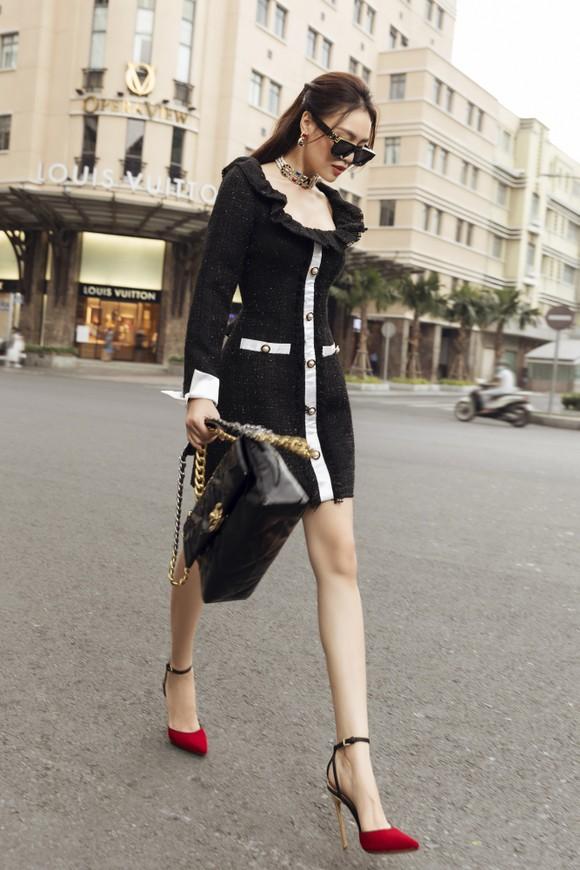 Ninh Dương Lan Ngọc gợi ý loạt váy diện dạo phố trong tiết trời se lạnh dịp cuối năm ở TPHCM ảnh 7