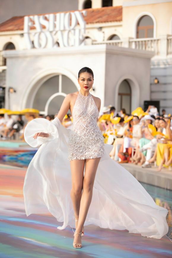 NTK Lê Thanh Hòa ra mắt BST thời trang mới 'Like The Sunshine' ảnh 3