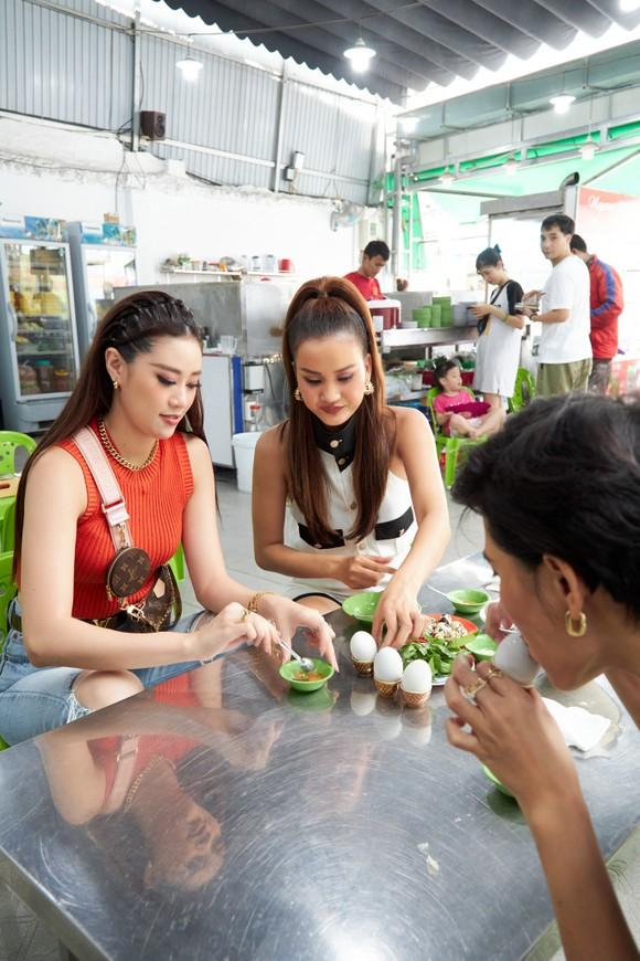 Hoa hậu Khánh Vân khám phá văn hóa, con người và cảnh đẹp Việt Nam ảnh 4