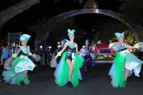 """Carival đường phố DIFF 2019: Đà Nẵng """"vui không khoảng cách"""" tối 16-6 ảnh 3"""