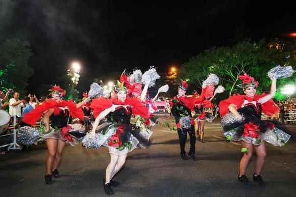 """Carival đường phố DIFF 2019: Đà Nẵng """"vui không khoảng cách"""" tối 16-6 ảnh 4"""