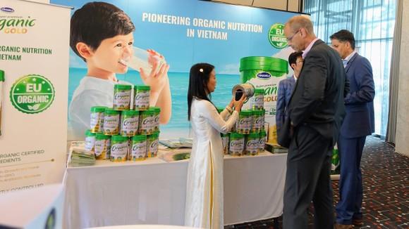 Vinamilk dẫn đầu xu hướng sản xuất sữa organic đạt chuẩn Châu Âu ảnh 2