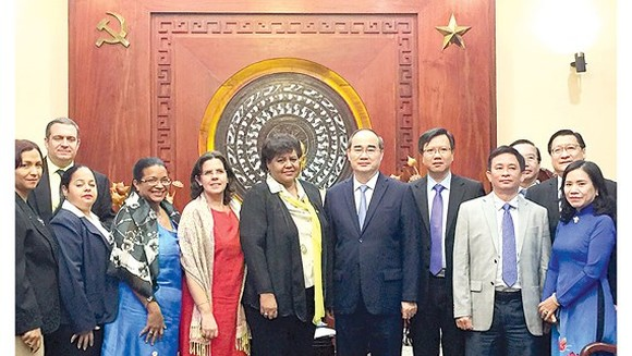 Secretary of the Ho Chi Minh City Party Committee Nguyen Thien Nhan receives Olga Lodia Tapia Iglesias, Secretary of the Communist Party of Cuba (CPC) Central Committee