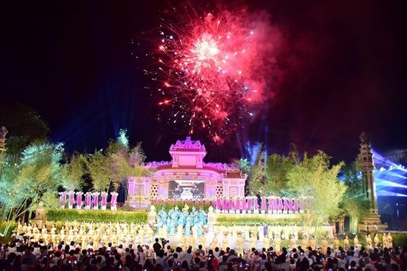 Hue Traditional Craft Festival 2019 opens with splendid art performance.