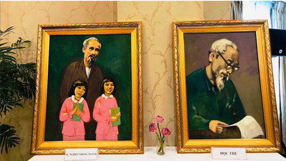 Painting exhibition commemorates President Ho Chi Minh