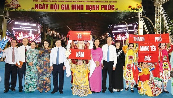 HCMC's leaders attend the festival. (Photo: SGGP)