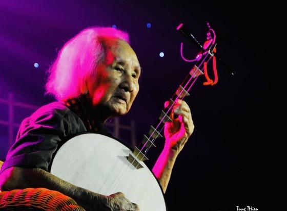 Veteran musician Nguyen Vinh Bao