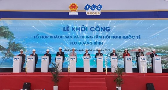 A ground-breaking ceremony is held on January 17 to start the construction of FLC Quang Binh Beach and Golf Resort in the central province of Quang Binh. (Photo: baoquangbinh.vn)