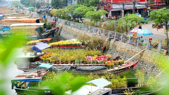 HCMC's unique floating flower market to open on February 6