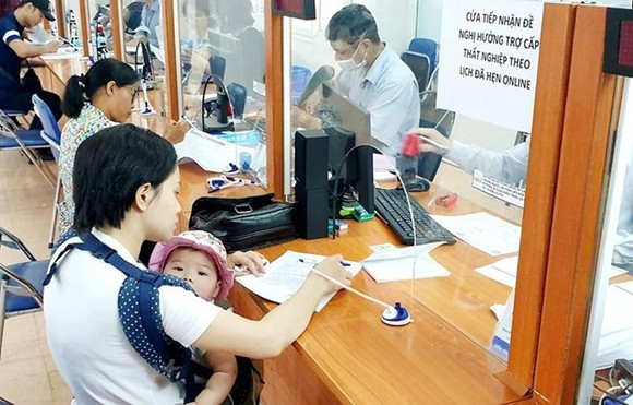 Vietnam's social security system is believed to be a useful tool for economic and social stabilisation in 2021. - Illustrative image (Photo: VNA)