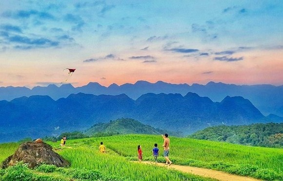 Tourists at Pu Luong, Thanh Hoa province. (Photo: VNA)