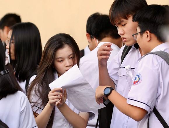 TPHCM: Đề thi môn Ngoại ngữ được đánh giá khá dễ, thí sinh chỉ mất 20 phút để hoàn thành  ảnh 2