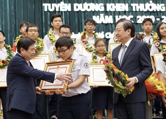 TPHCM tuyên dương gần 1.000 học sinh giỏi năm học 2019-2020 ảnh 1