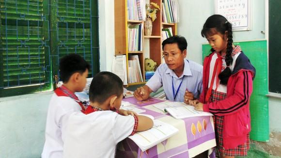 Học sinh Trường Tiểu học Cần Thạnh (huyện Cần Giờ) trong một hoạt động theo nhóm. (Ảnh minh họa)