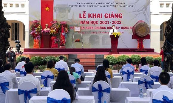 Lễ khai giảng đặc biệt với nhiều xúc động tại Trường THPT chuyên Lê Hồng Phong ảnh 3