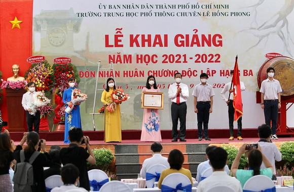Lễ khai giảng đặc biệt với nhiều xúc động tại Trường THPT chuyên Lê Hồng Phong ảnh 6
