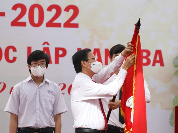 Lễ khai giảng đặc biệt với nhiều xúc động tại Trường THPT chuyên Lê Hồng Phong ảnh 5